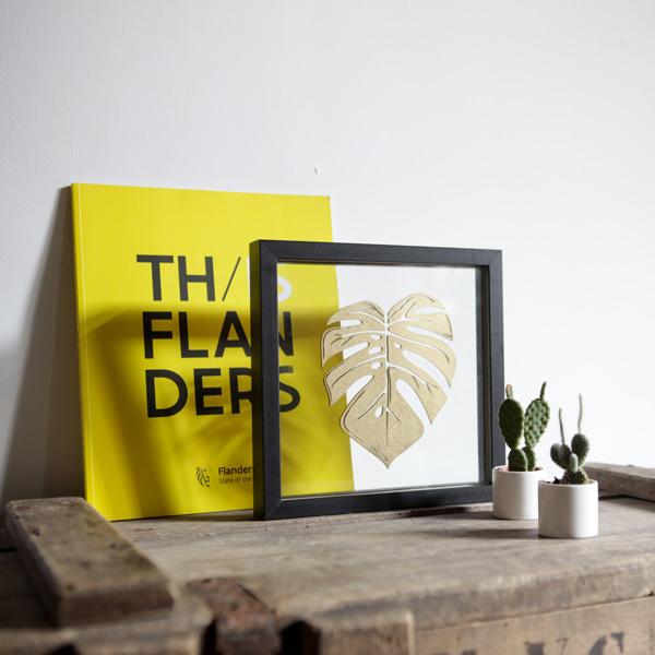 Cadre design tropical et doré Ornaté